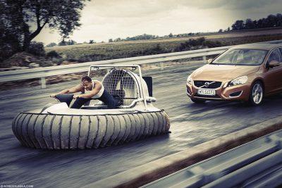 Hovercraft vs Volvo S 60